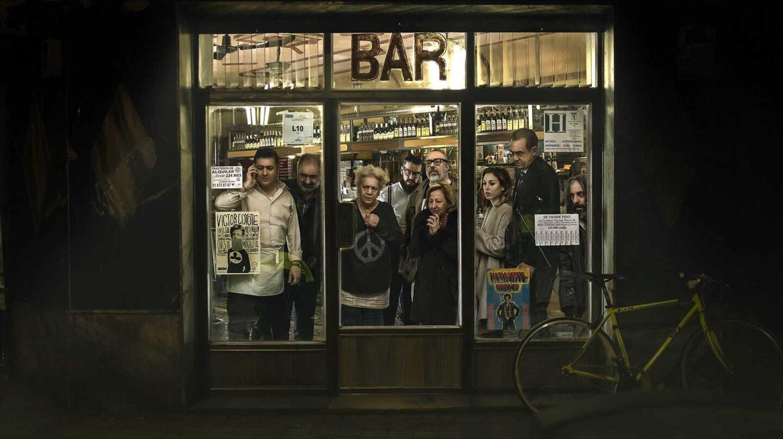 Imagen promocional de El Bar, de Alex de la Iglesia