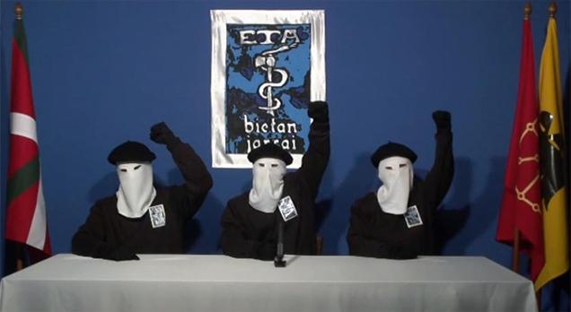 Miembros de la banda terrorista ETA, durante la lectura de un comunicado.
