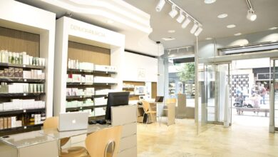 La reinvención de las farmacias: perfumería y belleza para salvar su facturación