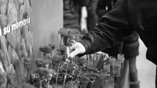 Flores en recuerdo a las víctimas del 11-M.