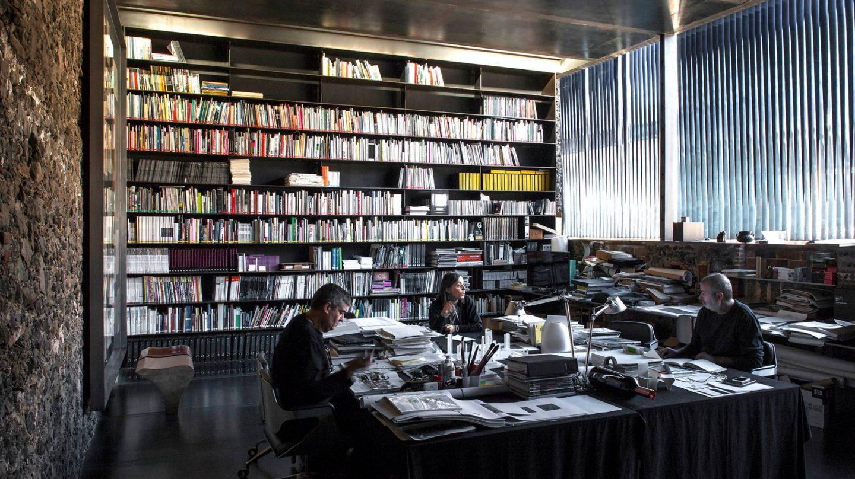 Rafael Aranda, Carme Pigem and Ramon Vilalta ganadores del Pritzker 2017 en su estudio.