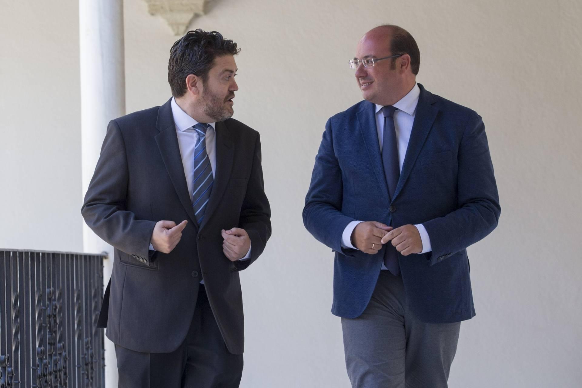El portavoz de Ciudadanos en Murcia, Miguel Sánchez, junto al presidente de la Región, Pedro Antonio Sánchez.