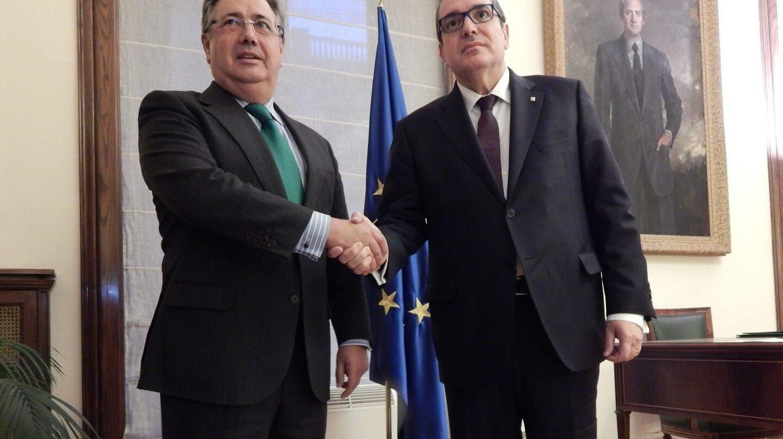 El ministro Zoido y el 'conseller' de Interior de la Generalitat, Jordi Jané, el pasado mes de noviembre en Madrid.