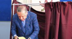 Erdogan vence el referéndum por la mínima en una Turquía dividida