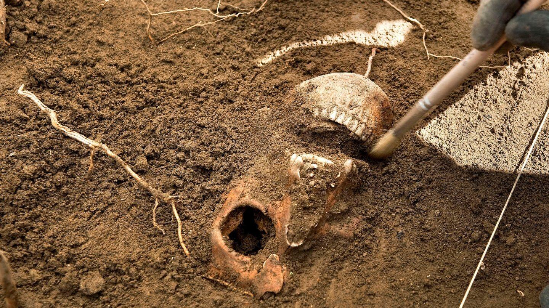 Restos encontrados en la fosa de Burutain de una de las siete personas fugadas de San Cristóbal en 1938.