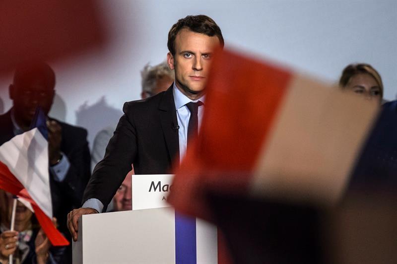 Emmanuel Macron da un mitin en la campaña electoral en Francia