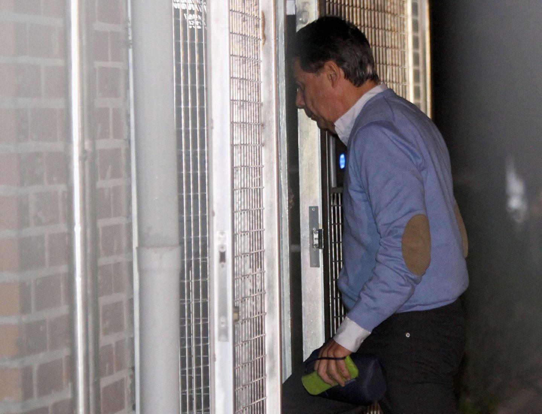 Ignacio González accede a la Comandancia de la Guardia Civil de Tres Cantos.