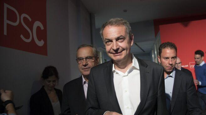 José Luis Rodríguez Zapatero llega a la sede de los socialistas catalanes.