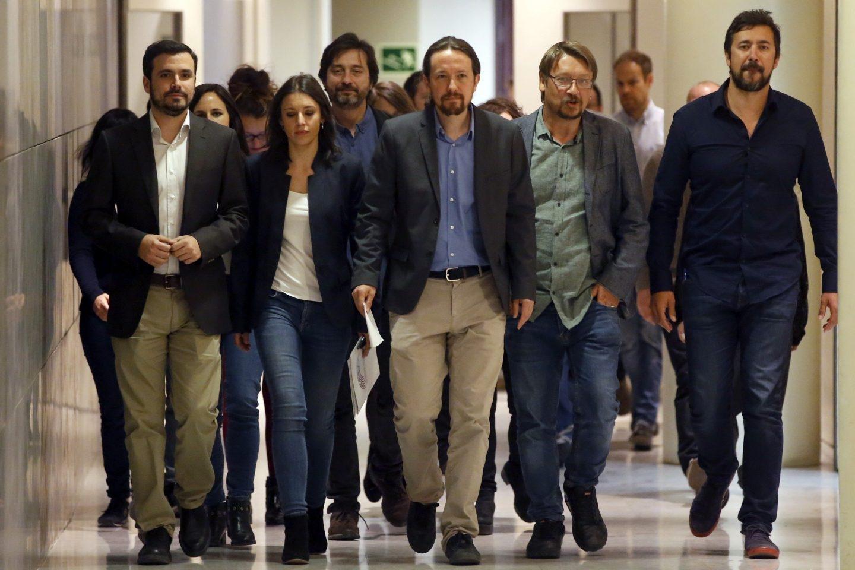 Pablo Iglesias, junto a su equipo, antes de anunciar su intención de impulsar una moción de censura.