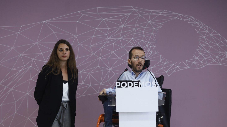 Los portavoces de la ejecutiva de Podemos, Noelia Vera y Pablo Echenique, abogan por frenar a Marine Le Pen.