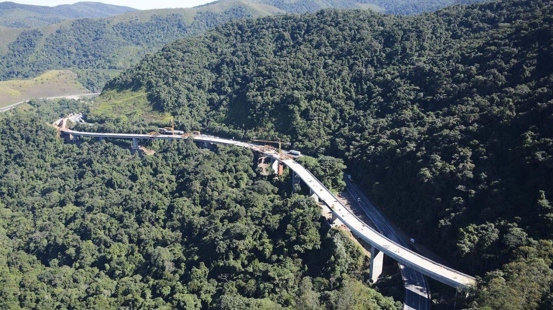 Abertis construye la ampliación de la Autopista Régis Bittencourt, en la Sierra do Cafezal (Brasil)