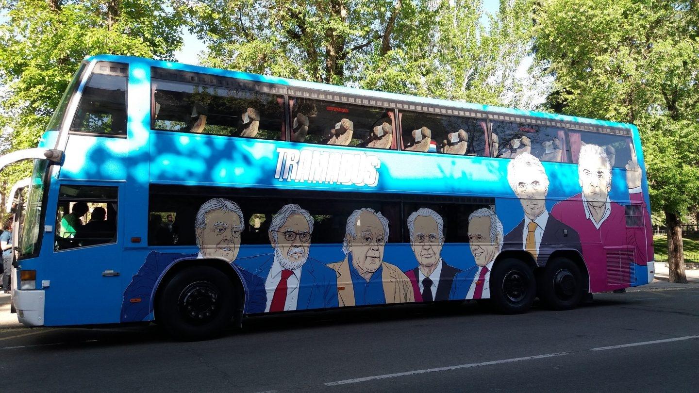 Tramabús de Podemos: González, Cebrián, Pujol, Morenés, Inda, Aznar y Bárcenas.