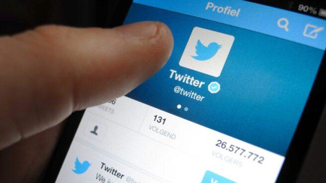 Un perfil de Twitter en el smartphone de un usuario.