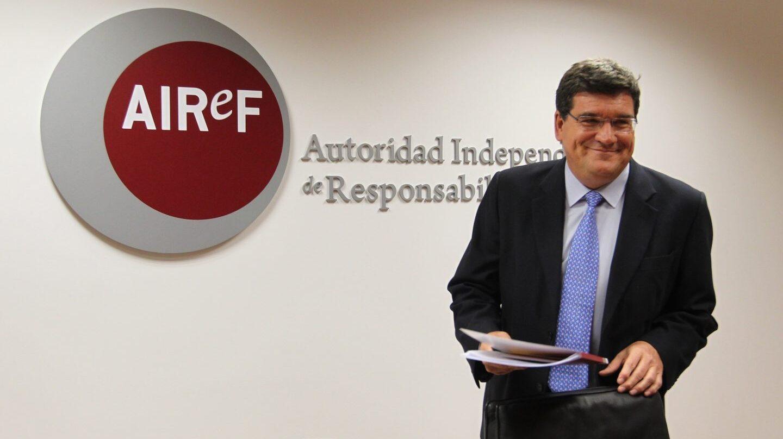 El presidente de AIReF, José Lus Escrivá, antes de un encuentro con los medios.