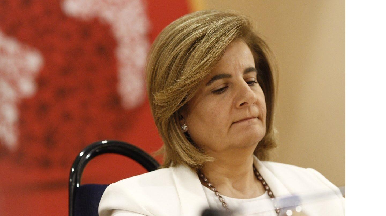 La ministra de Empleo, Fátima Báñez, interviene en una reunión de alto nivel sobre aportes a la Seguridad Social.