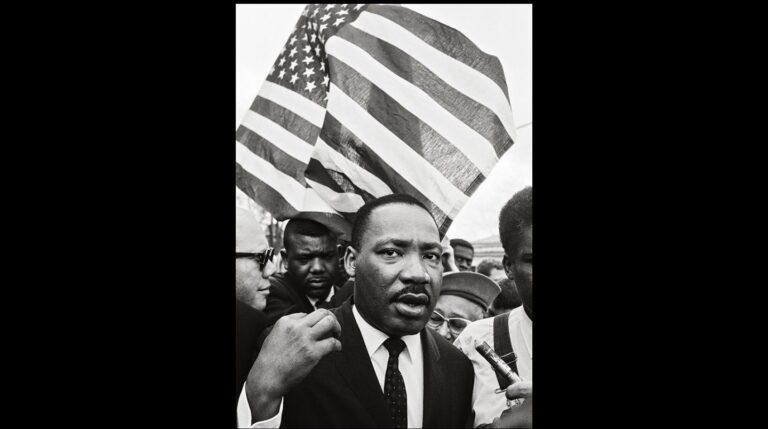 Ralph Abernathy y Martin Luther King en la Marcha hacia Montgomery en 1965. Steve Schapiro.