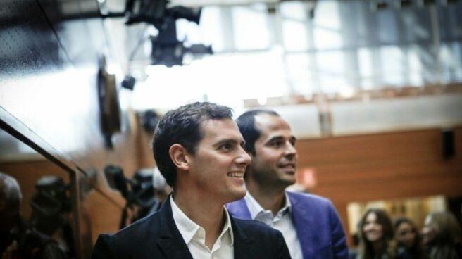 El líder de C's, Albert Rivera, y su portavoz en la Asamblea de Madrid, Ignacio Aguado.