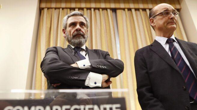 Daniel de Alfonso, al inicio de su comparecencia ante la comisión de investigación junto al diputado Mikel Legarda.