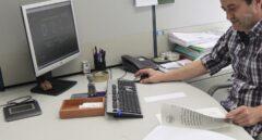 Empleado en una oficina.