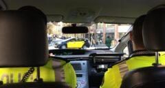 Dos guardias urbanos de Barcelona, durante una patrulla.