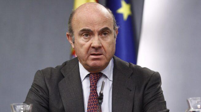 El ministro de Economía, Luis de Guindos, en rueda de prensa tras el Consejo de Ministros.