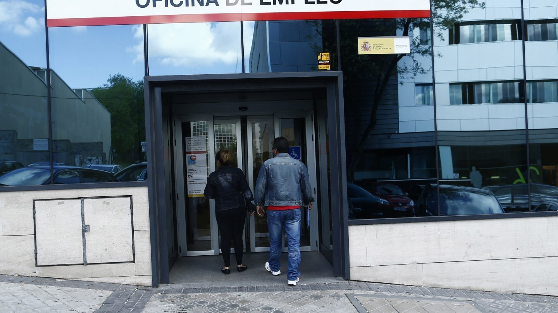 El paro baja en personas en julio y la afiliaci n for Oficina inem madrid