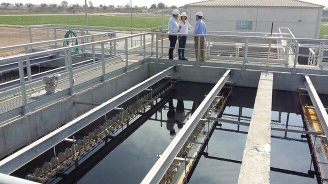 Las grandes patronales y Hacienda, contra los ayuntamientos que remunicipalizan el agua. En la foto, planta depuradora de Lorca (Murcia).