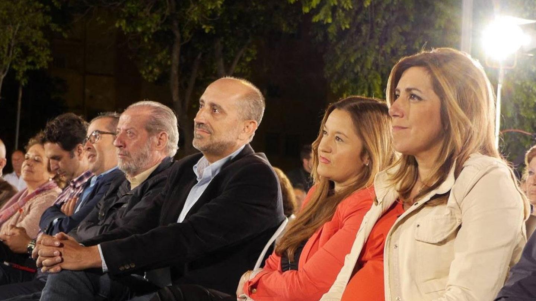 Luis Ángel Hierro, junto a Verónica Pérez y Susana Díaz.