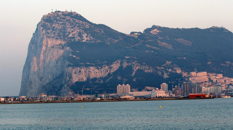 El Peñón de Gibraltar es objeto de disputa entre británicos y españoles desde hace más de 300 años.
