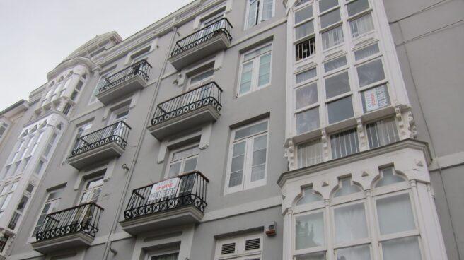 Un piso en venta en un edificio, en marzo pasado: cada vez hay más hipotecas.