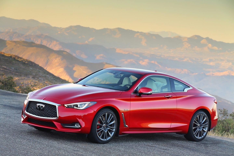 El coupé Q60, de Infiniti, combina dinamismo y diseño. Su precioso diseño oculta un potente motor de gasolina V6 biturbo de 3 litros de cilindrada que desarrolla 405 CV.