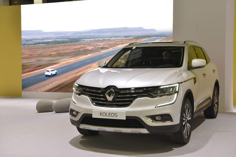 El Koleos es el SUV más grande de Renault, mide 4,67 m de longitud. Hay versiones de tracción delantera e integral, y se puede escoger entre dos motores de gasolina y dos diésel, con potencias entre 130 CV y 175 CV.