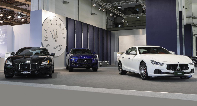 En el stand de la lujosa firma italiana se pueden contemplar sus modelos: Quattroporte, Levante y Ghibli.