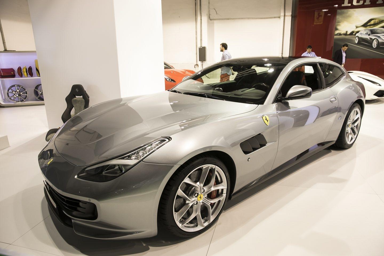 Ferrari también ha querido estar presente en el Automobile Barcelona 2017. Entre los modelos que exhibe, destaca este GTC4Lusso T con carrocería de 3 puertas y habitáculo configurado para 4 cómodas plazas. Monta un motor V8 turbo de 3,9 litros (610 CV).