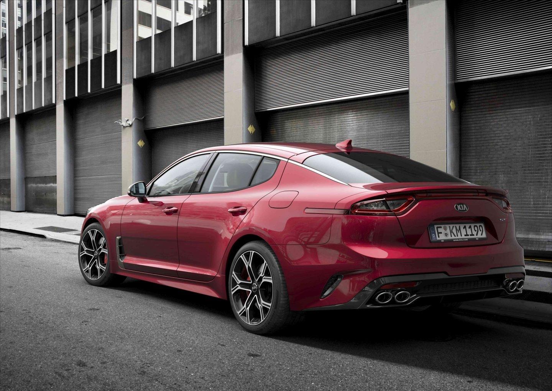 Espectacular el aspecto del Kia Stinger, una berlina deportiva que se pondrá a la venta en el último trimestre del año. Es el modelo de producción más potente (370 CV) de la marca a lo largo de toda su historia.