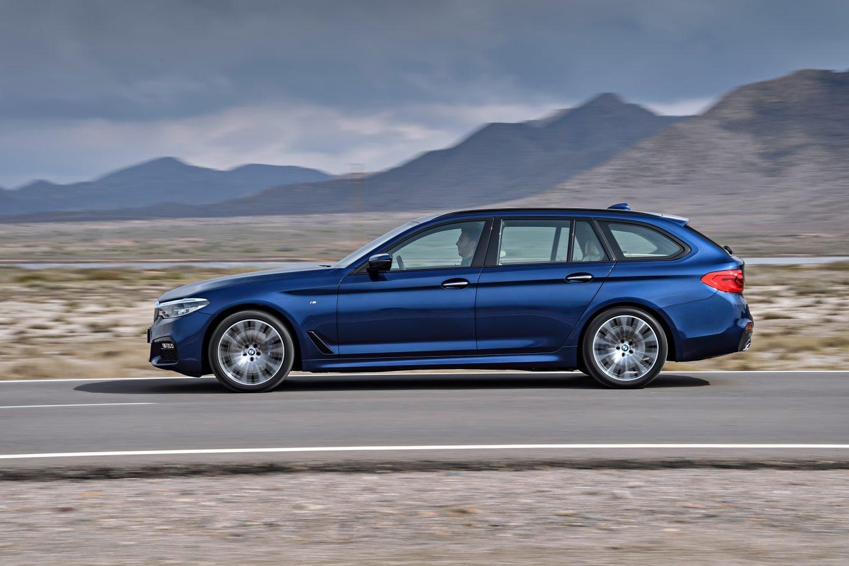 Elegante aspecto el del BMW Serie 5 Touring, la variante con carrocería familiar del Serie 5. Monta motores diésel y gasolina con potencias comprendidas entre 190 CV y 340 CV. A la venta desde 52.500 euros.