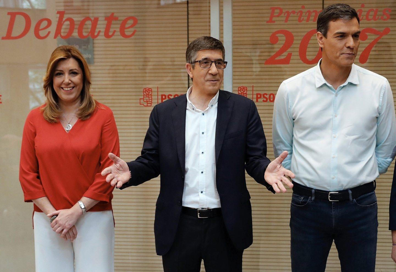 Susana Díaz, Patxi López y Pedro Sánchez, antes de empezar el debate.
