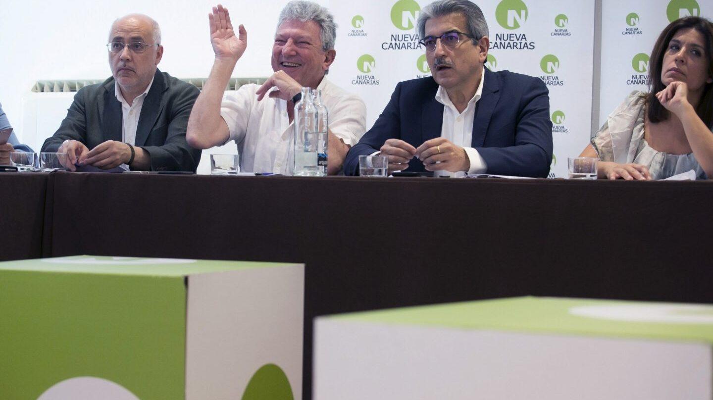 El presidente de Nueva Canarias, Román Rodríguez, junto a Antonio Morales, Pedro Quevedo y Carmen Hernández.