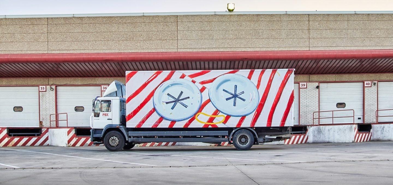 Camión pintado por Ana Barriga