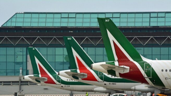 La compañía aérea Alitalia inicia un proceso de quiebra.