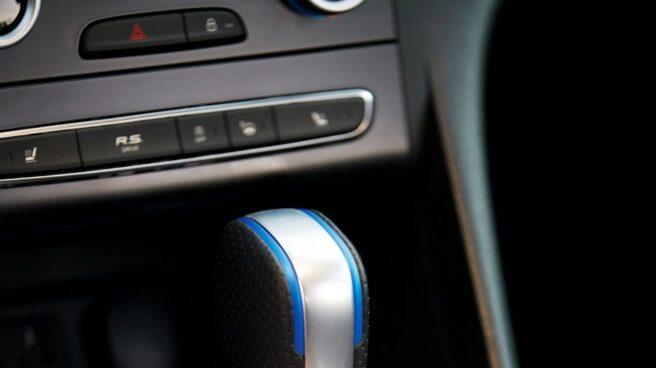 Las versiones GT montan exclusivamente un cambio automático de doble embrague EDC de 6 velocidades. Puede utilizarse de manera manual por medio de unas levas situadas en el volante o de la propia palanca.