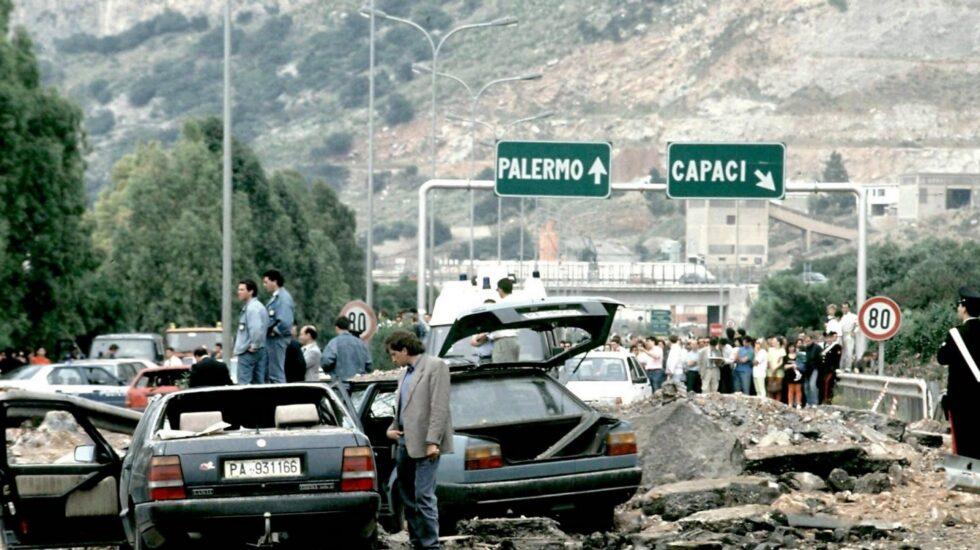 Atentado de la mafia contra el juez Giovanni el 23 de mayo de 1992.