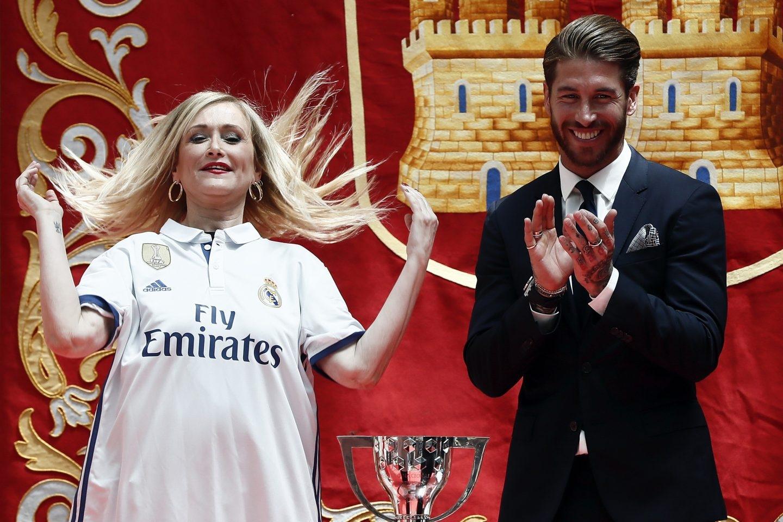 Cifuentes y Sergio Ramos en la celebración de la Liga del Real Madrid.