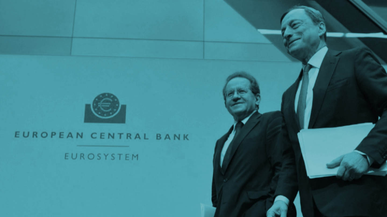 El presidente del BCE, Mario Draghi (dcha.), junto al vicepresidente Vitor Constancio.