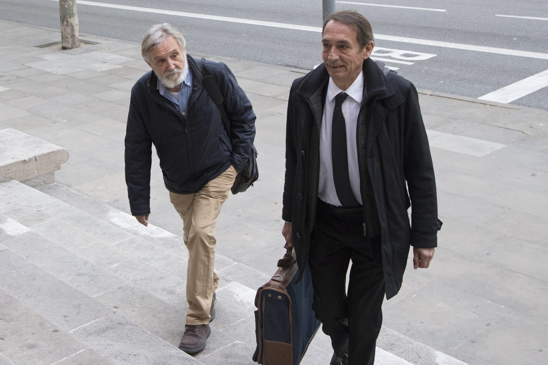 El ex consejero delegado de Adigsa, Josep Fontdevila (i), a su llegada a la Audiencia.