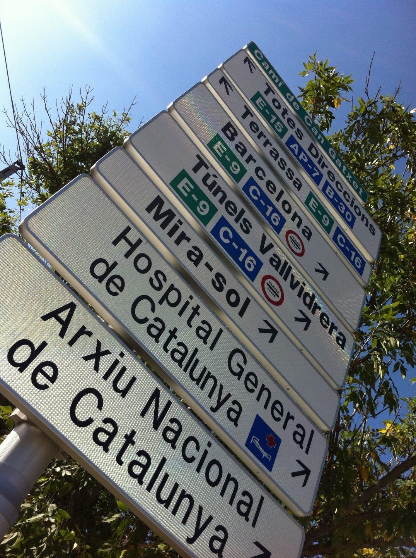 Señal de tráfico En Sant Cugat Del Vallès (Barcelona).