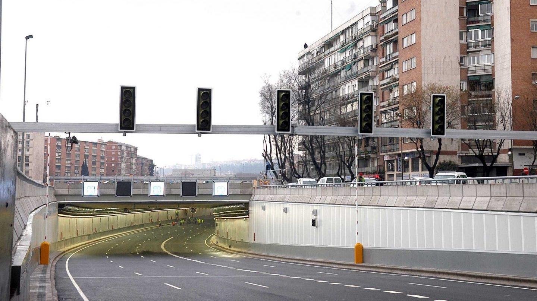 Acceso a uno de los túneles de la M 30 de Madrid.