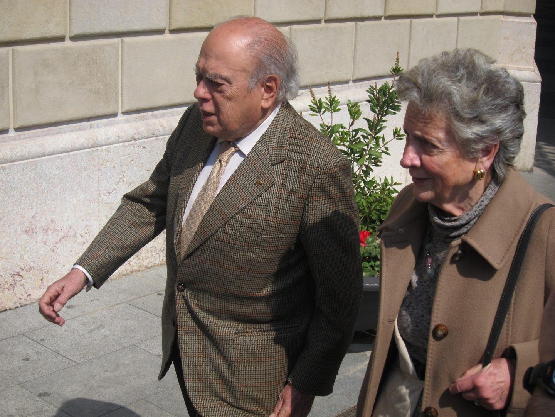 El ex presidente de la Generalitat de Cataluña Jordi Pujol y su esposa, Marta Ferrusola.