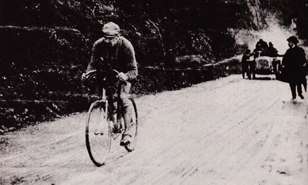 Luigi Ganna, vencedor de la primera edición del Giro de Italia, en 1909.