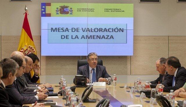 El ministro del Interior, Juan Ignacio Zoido, presidiendo la reunión de la mesa de evaluación de la amenaza terrorista.